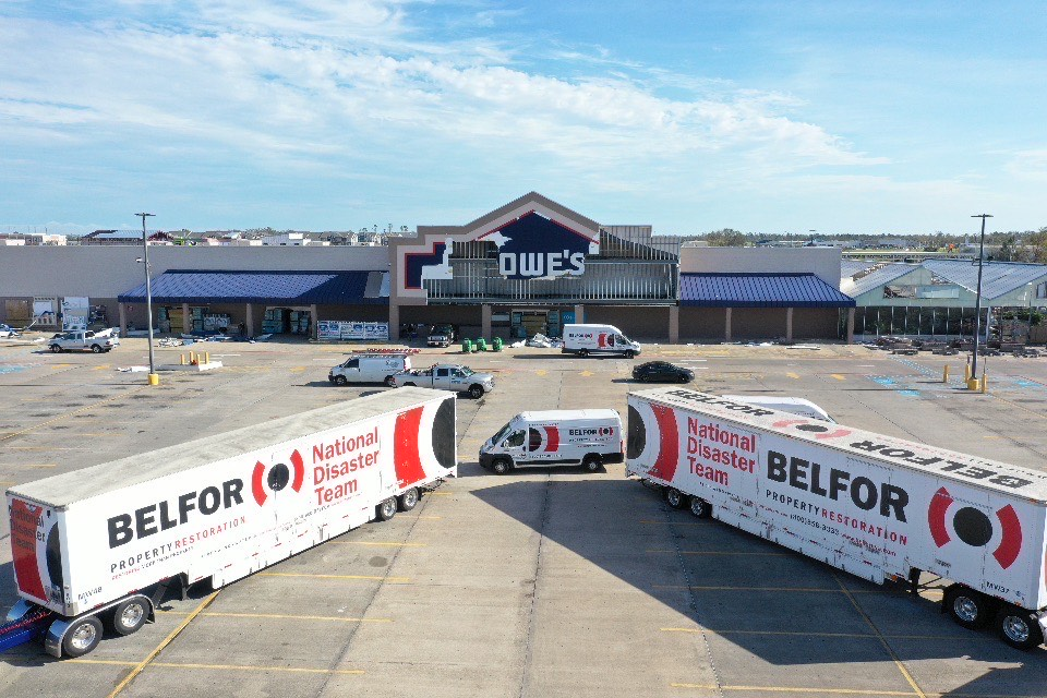 Hurricane Laura (Lake Charles, Louisiana) LOWES building damage 2020